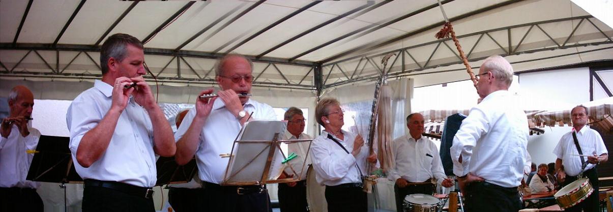 Traditionsspielmannszug beim Weinfest 2004